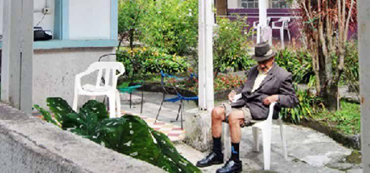 Adultos mayores podrán salir a diario en cuarentena, luego de ganar tutela contra el Estado