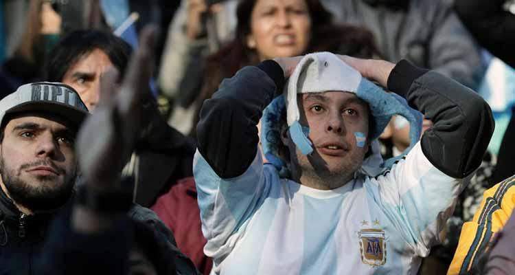 Argentina empata con Islandia con Messi botando penal