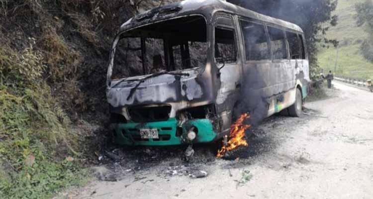 Bus quemado entre Salento y Toche fue incinerado en extorsión