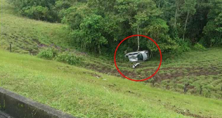 Aparatoso accidente en la vía Armenia - Pereira por fortuna no dejó víctimas