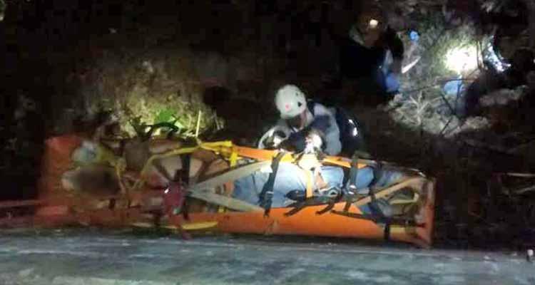 Socorristas rescatan a hombre que cayó al vacío desde el mirador de La Secreta