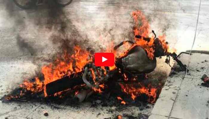 ardió moto en Montenegro