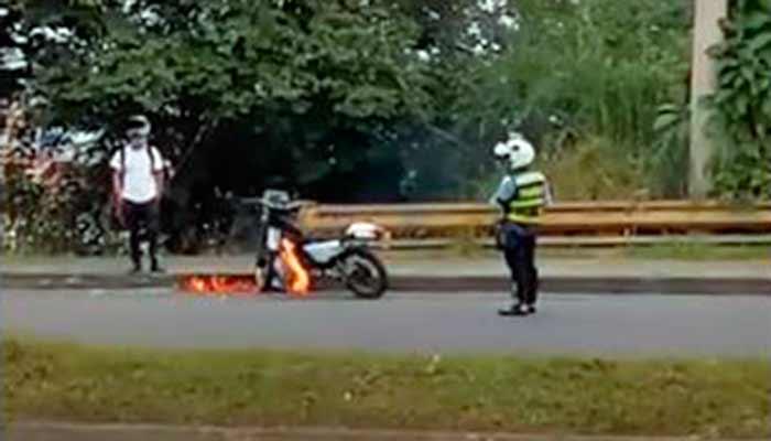 prendió candela moto tránsito Armenia