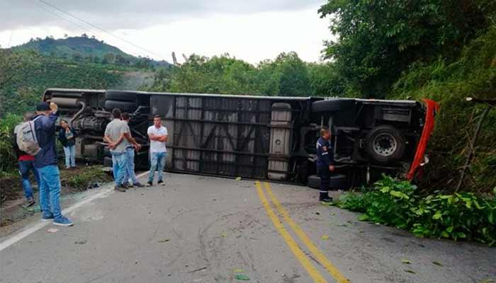 9 heridos bus volcó Barcelona Río Verde