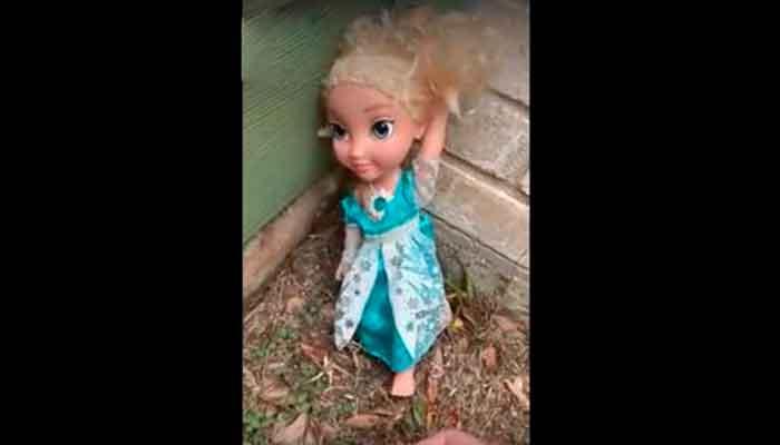Muñeca embrujada regresa a casa cada vez que la tiran a la basura