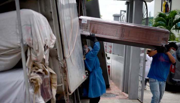 800 cadáveres fueron recogidos en casas en Ecuador porque hospitales no dan abasto