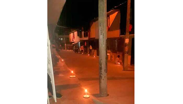 Protesta pacífica con velas y platos en el barrio Génesis por falta de alimentos