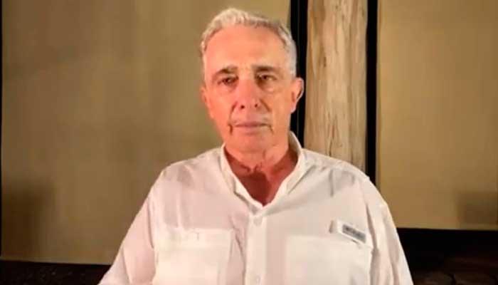 Álvaro Uribe secuestrado finca