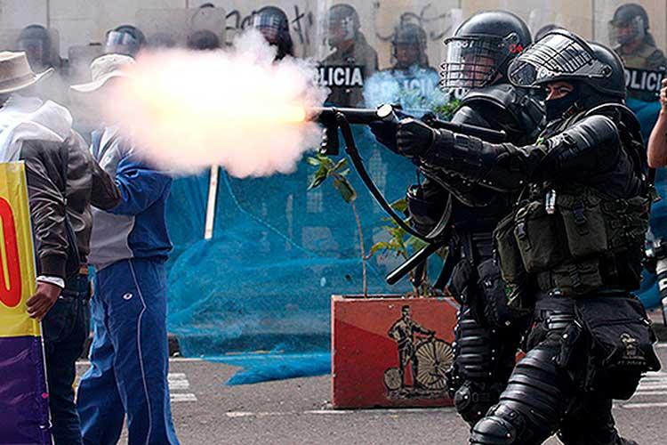 Tumbaron prohibición de gases lacrimógenos en protestas