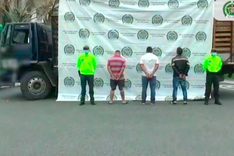 Juez dejó libres a ladrones de camión con cerdos que hasta secuestraron al conductor